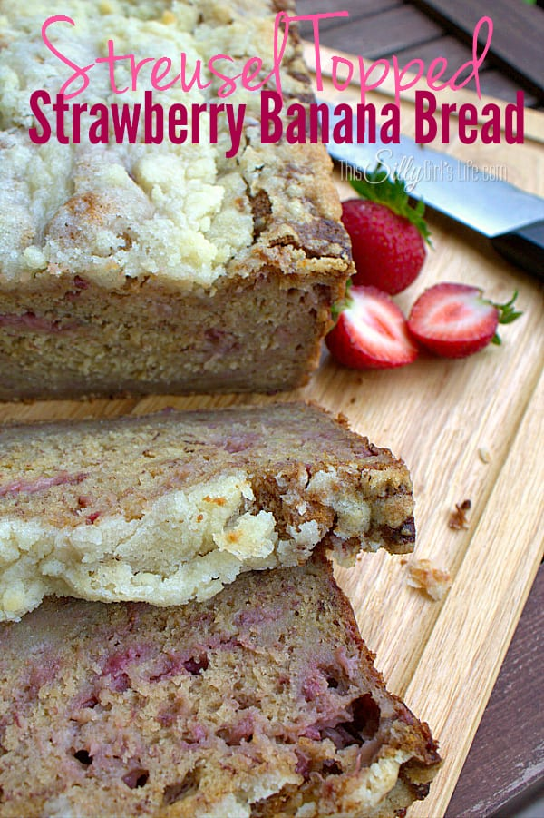 Moist banana bread studded with fresh strawberries and topped with crunchy, buttery streusel! #KefirCreations #shop