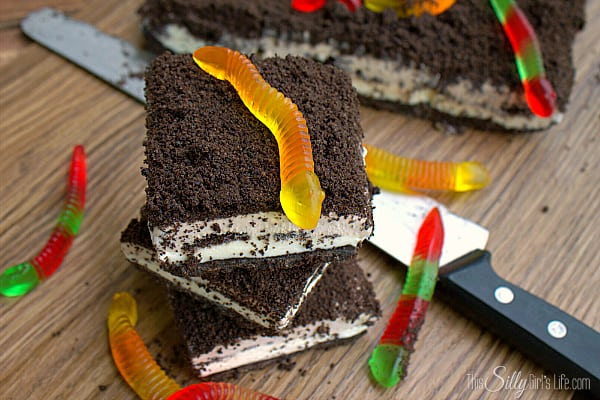 Frozen Dirt Cake Bars, Oreo crumb crust, layers of sweetened cream cheese, more Oreo crumbs and gummi worms, this is sure to be a new household favorite!