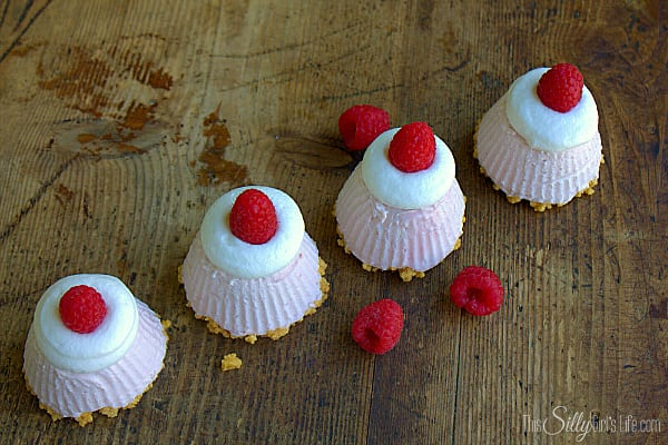 No Bake Mini Lemon Oreo and Raspberry Cheesecakes, smooth, creamy no bake cheesecake filling flavored with fresh raspberry puree atop lemon Oreo cookie crust!