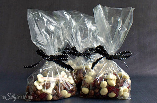 Bag of Bones Snack Mix, a fun snack mix your little goblin will love for #Halloween !