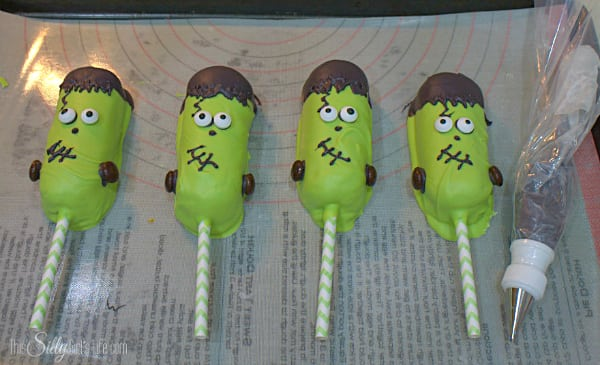 A classic favorite, Twinkies are given a #Halloween makeover with these Frankenstein Twinkies Pops! A step by step tutorial - http://www.ThisSillyGirlsLife.com