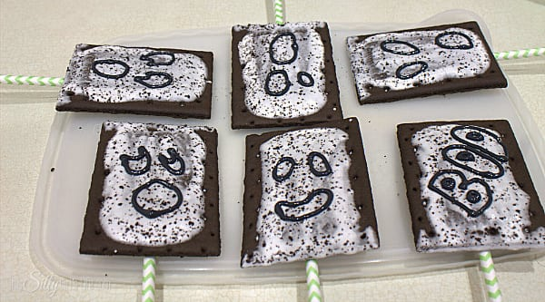 With the black icing, make the outline of your ghost faces or whatever other decoration you would like. Let harden for at least an hour.