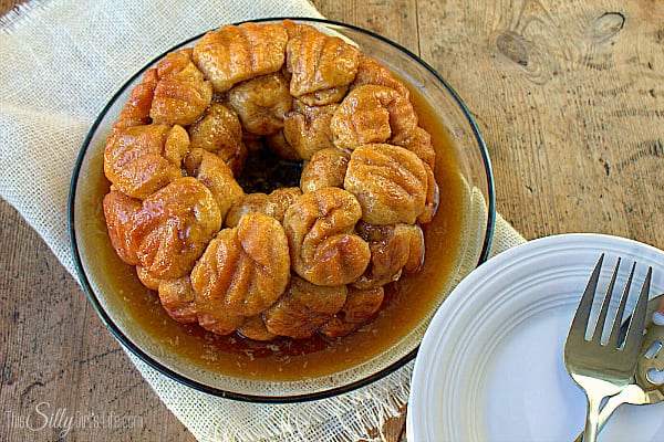 Overnight Apple Cinnamon Monkey Bread, biscuits rolled in cinnamon sugar and stuffed with apples!