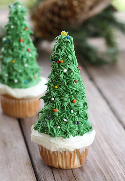20 Gorgeous Christmas Cupcakes - This Silly Girl's Kitchen