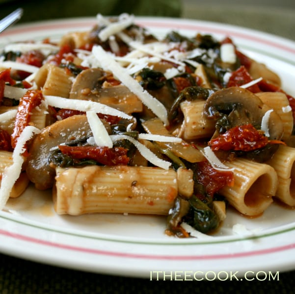 Rigatoni with Mushrooms, enjoy this easy peasy quick and elegant pasta dinner.