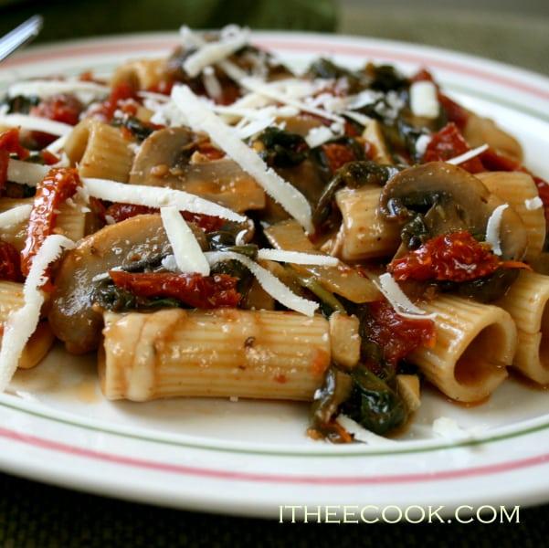 Rigatoni with Mushrooms, enjoy this easy peasy quick and elegant pasta dinner.