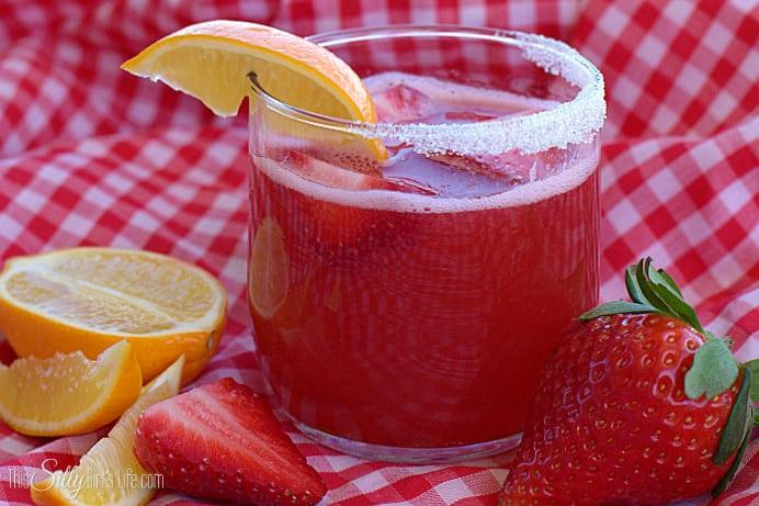 Strawberry Lemonade Margarita, a summery twist on the classic margarita! - ThisSillyGirlsLife.com #VivaLaRita #ad