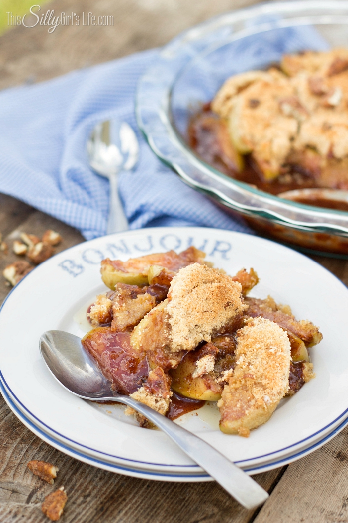 Fried Apple Crumble, a favorite, fried apples gets turned into a crowd pleasing fall dessert! - ThisSillyGirlsLife.com #friedapples #applecrumble
