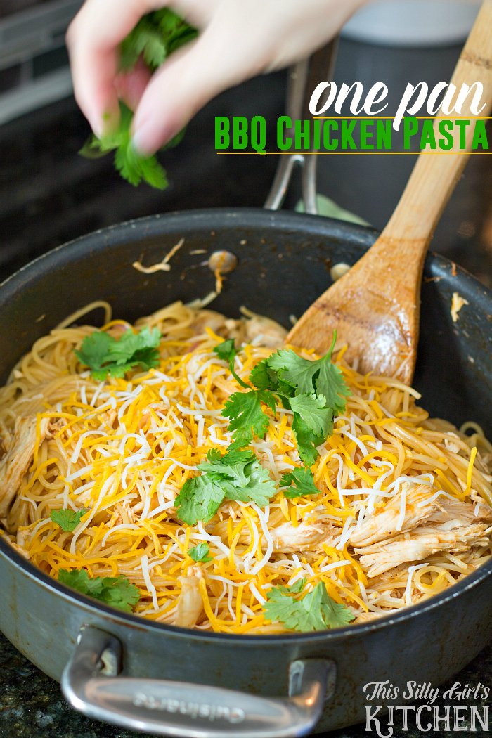 One Pan BBQ Chicken Pasta, your favorite bbq chicken pizza turned into a quick pasta dish and made in only one pan for easy clean up! from ThisSillyGirlsLife.com #bbqchickenpasta #bbqchickenpizza #OnePanPronto #ad @barillaus