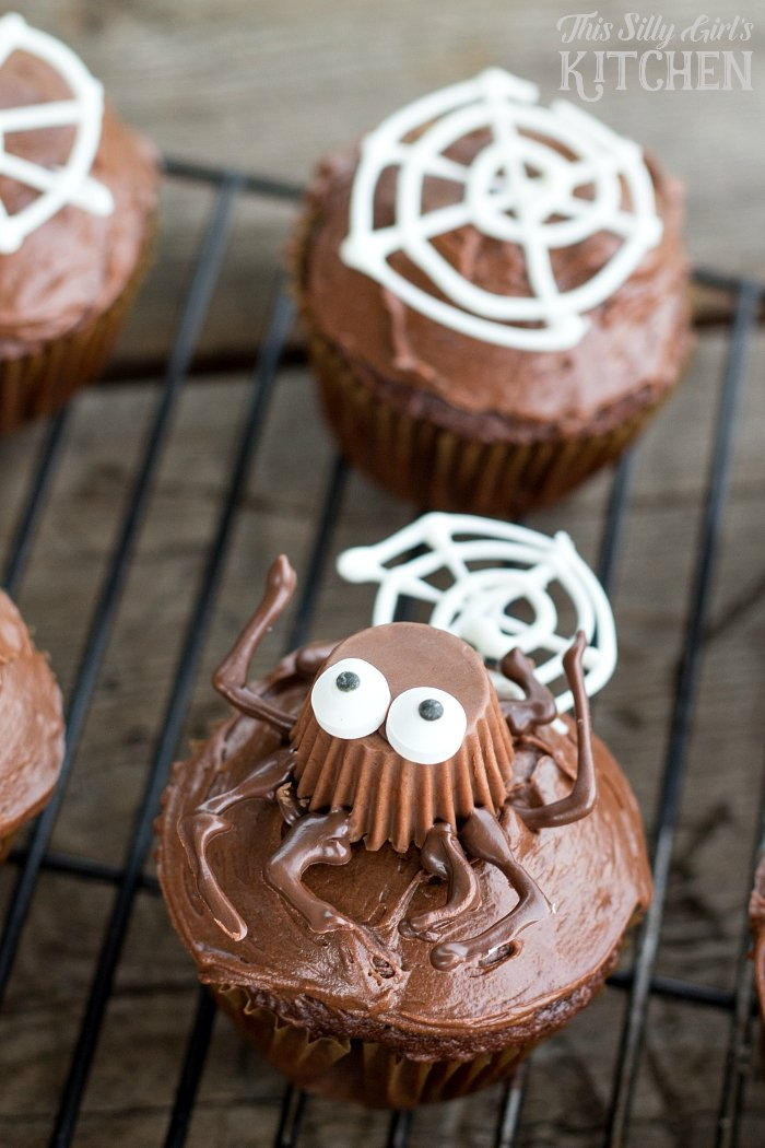 Spooky Spider Cupcakes, a fun way to decorate your favorite cupcakes, just in time for Halloween! from ThisSillyGirlsLife.com #spidercupcakes #cupcakes #Halloween