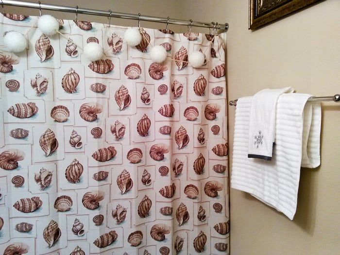 Decor Tips for Your Guest Bathroom During the Holidays from This Silly Girls Kitchen-3