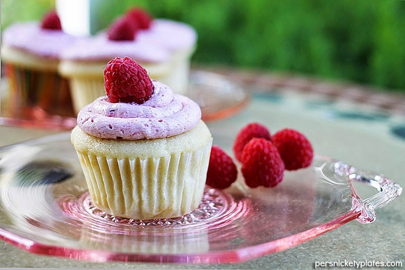 lemon-cupcakes-raspberry-frosting2