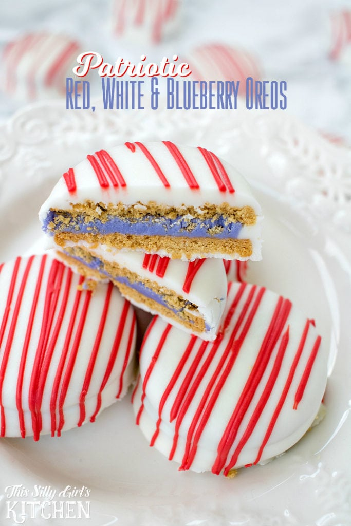 Patriotic Red, White and Blueberry Oreos, blueberry pie Oreos covered in vanilla candy! from ThisSillyGirlsLife.com #oreo #patriotic #redwhiteblue