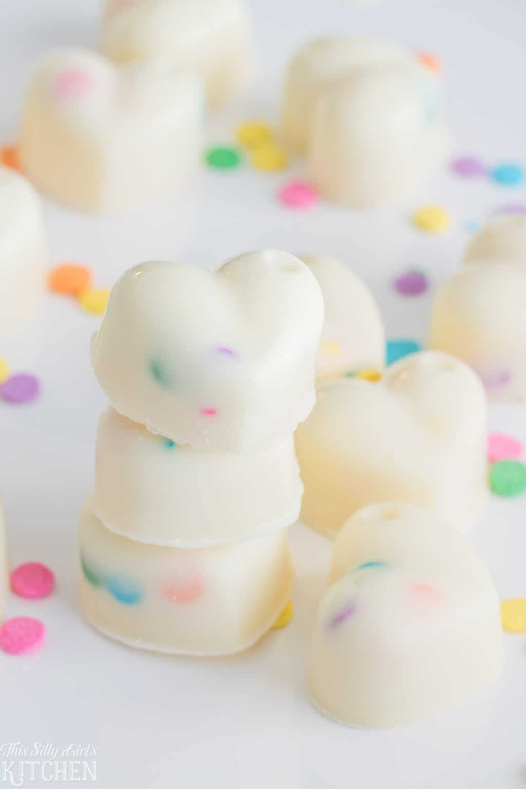#Funfetti white chocolate truffles, made with white chocolate #ganache, these are an easy, fun candy you can make at home! #Recipe from ThisSillyGirlsKitchen.com #whitechocolate #truffles #valentinesday #candy