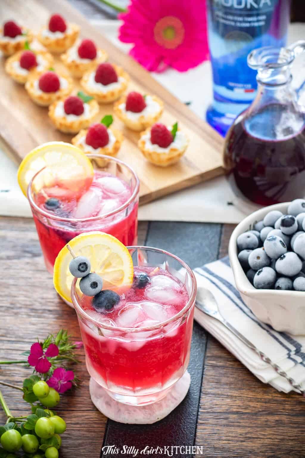 Blueberry Lemonade Cocktail, a light and refreshing vodka cocktail, a beautiful signature drink for parties! #recipe from thissillygirlskitchen.com #blueberry #lemonade #blueberrylemonade #cocktail #vodka #vodkacoctail #party #blueberrylemonadecocktail