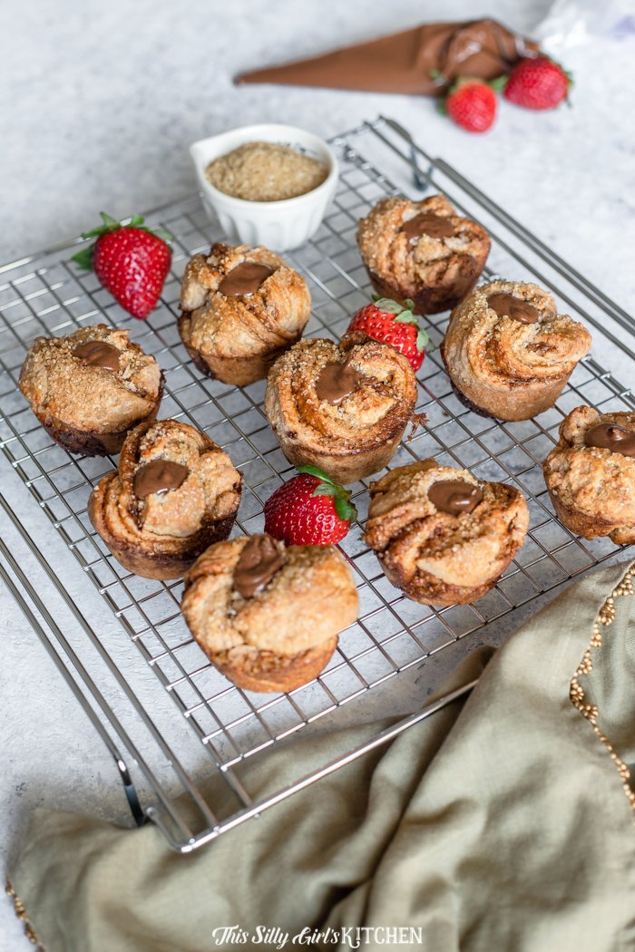 Chocolate Strawberry Cruffins - a hybrid croissant-muffin that is perfect for breakfast to dessert! #recipe from thissillygirlskitchen.com #croissant #muffin #cruffin