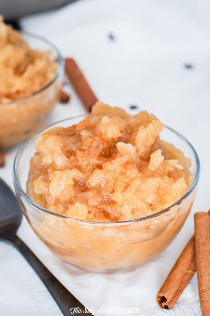Cinnamon applesauce, this is the EASIEST recipe but yet the most delicious! #recipe from thissillygirlskitchen.com #applesauce #cinnamonapplesauce #homemadeapplesauce